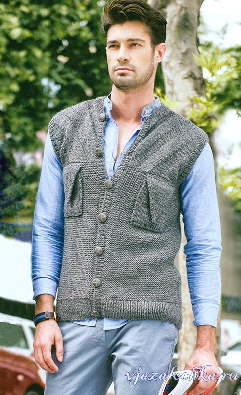 Серый мужской жилет спицами с карманами